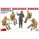 Едущие советские солдаты