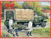 Studebaker US6 с советским медицинским персоналом