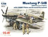Mustang P-51B c пилотами и техниками ВВС США